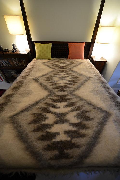 Large Lizhnyk - 100% woollen handmade Carpathian Blanket