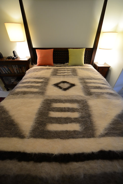 100% wool blanket (Lizhnyk) handmade in Carpathian Mountains