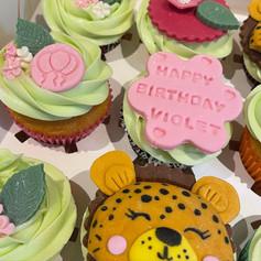 Cheetah cupcakes .jpg