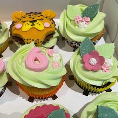 Close up cheetah cupcakes .jpg