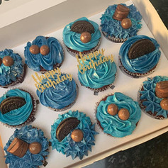 Blue cupcakes 2.jpg