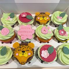 Cheetah bday cupcakes .jpg