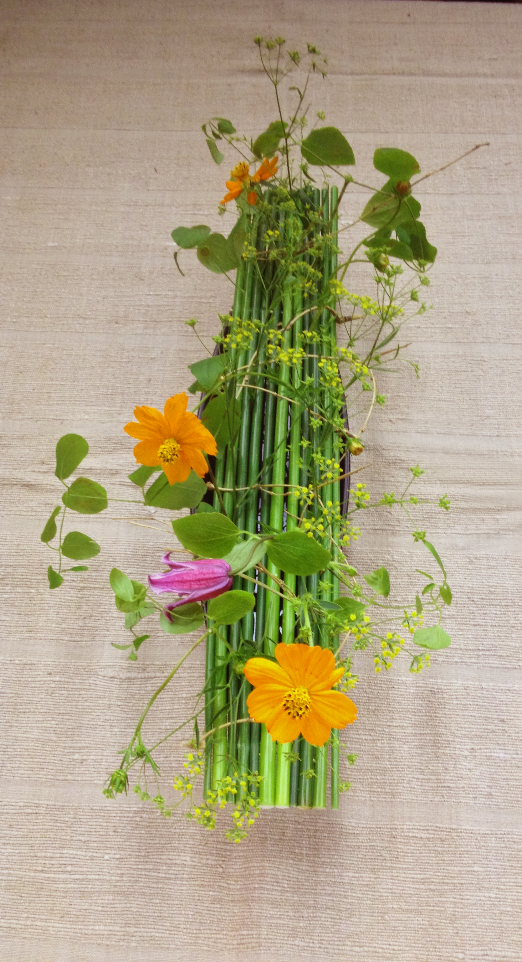 Table runner hanakubari arrangement
