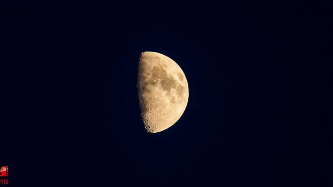 Mond: The Dark Side of the Moon