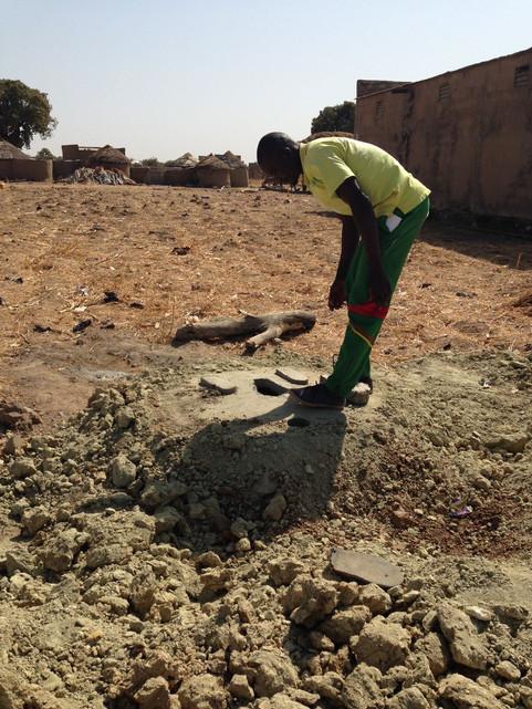 L'implantation de latrines en cours