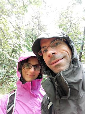 Purusa és Kati esőben Keszthelyi hegység túra