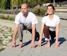 kezdő jóga, jógatanfolyam , élj harmóniában, ekapada prasarasana