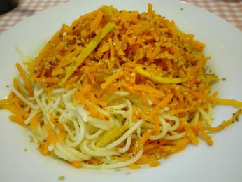 Sárgarépás gyömbéres szezámos spagetti