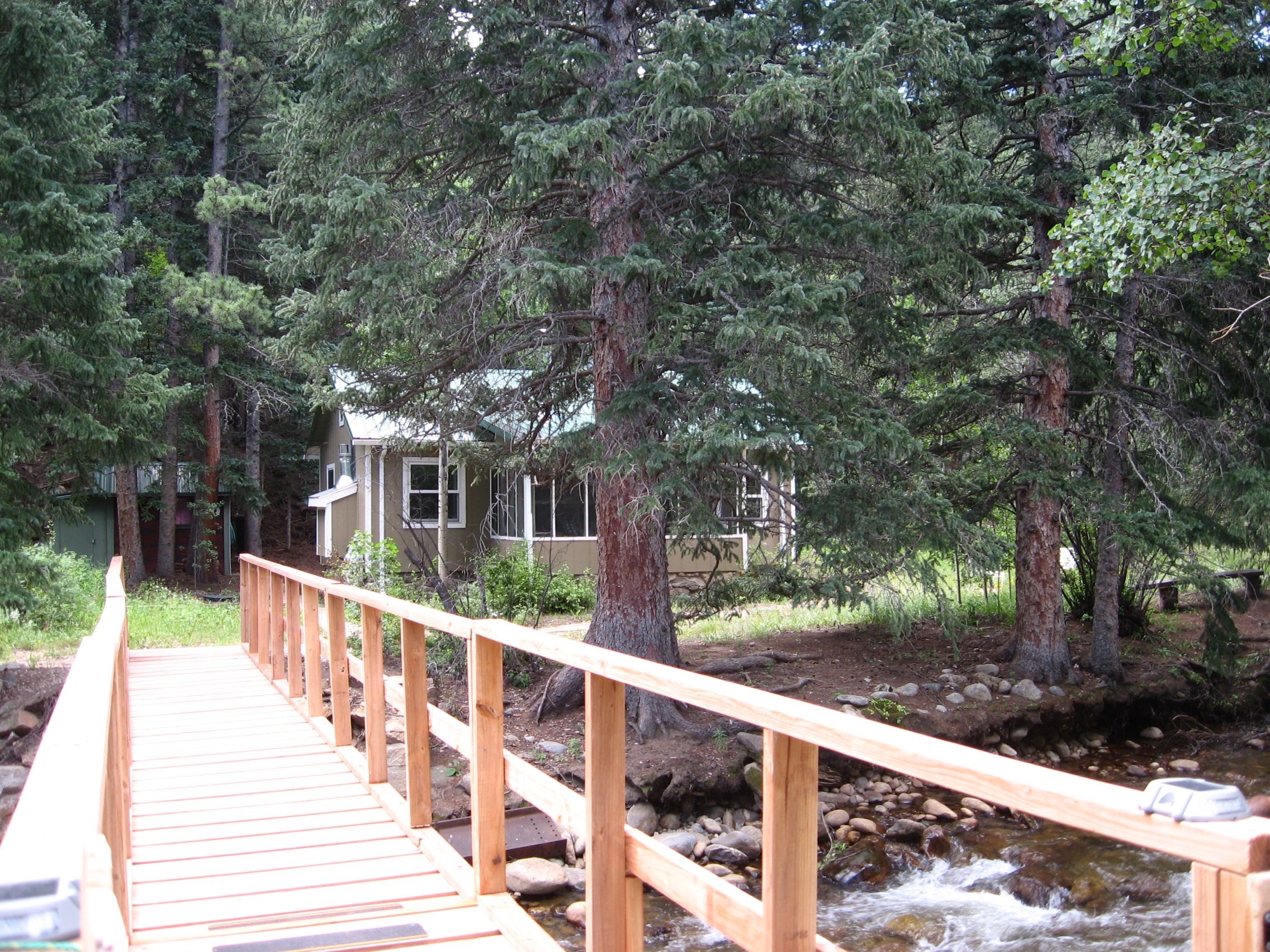 Footbridge to the cabin