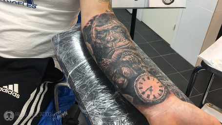 Gorilla with pocketwatch on lower arm. Done at Fallen Angel Tattoo in Gävle, while I worked there.