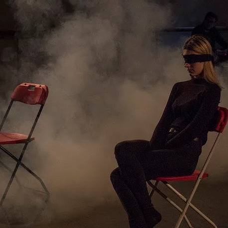 [Title] A blindfolded Performance