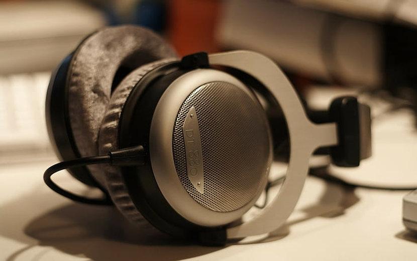 beyerdynamic-dt-880-headphones-music-wal