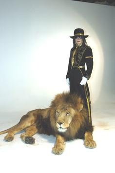 Michael Jackson Impersonator & Lion
