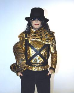 MJ & Boa hat on