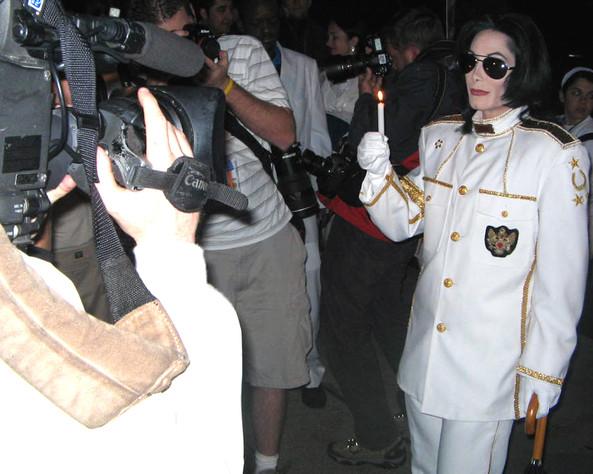 MJ and paparazzi