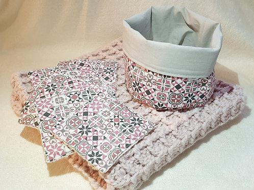 Pack naissance - couverture/lingettes/panier