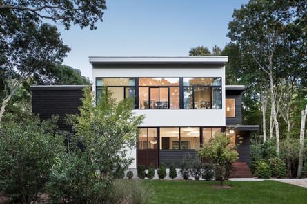 Bridgehampton-house-facade-shou-sugi-ban