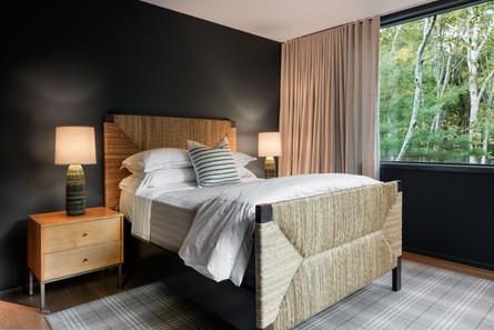 Bridgehampton-house-guest-bedroom-modern