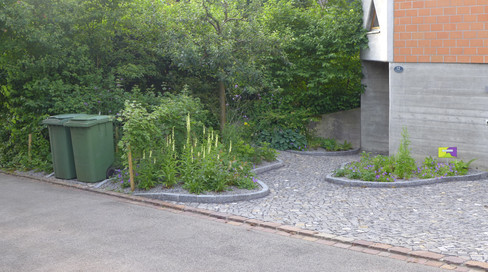 Eingang mit Natursteinbelag