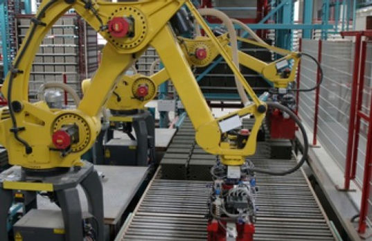 heavy-machinery-used-in-manufacturing-fa