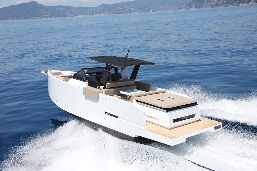 De Antonio Yachts_D34 Open_06.jpg