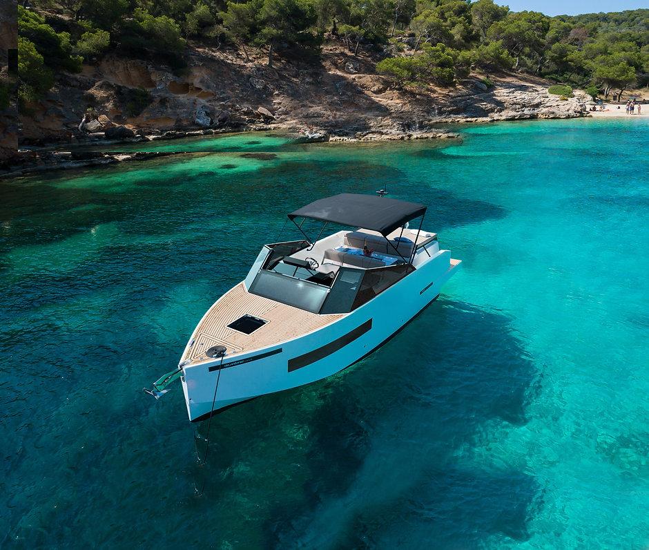 De Antonio Yachts_D28 Cruiser_03.jpg