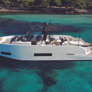 De Antonio Yachts_D42 Open_02.jpg