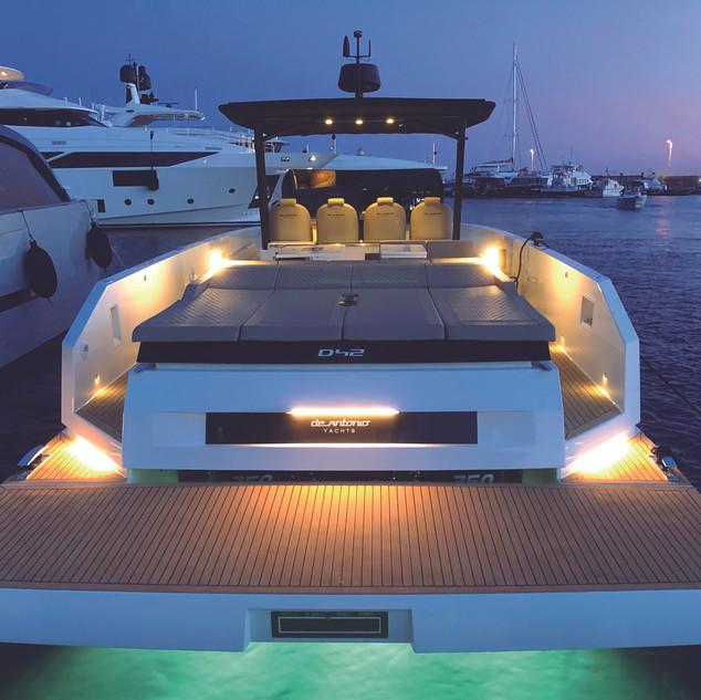 De Antonio Yachts_D42 Open_04.jpg