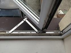 broken-hinges-300x225-1.jpg