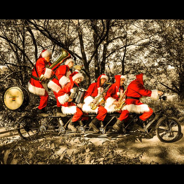 Das fahrende Weihnachtsmannorchester