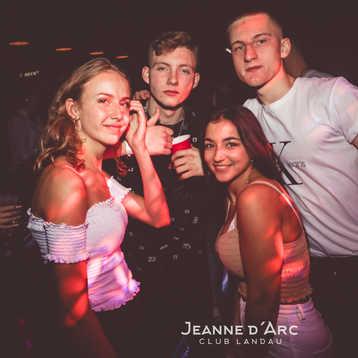 Club_Jeanne_Darc_Landau_RaiseYourCup138.