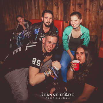 Club_Jeanne_Darc_Landau_RaiseYourCup111.