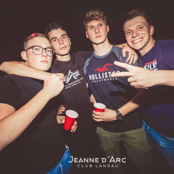 Club_Jeanne_Darc_Landau_RaiseYourCup124.