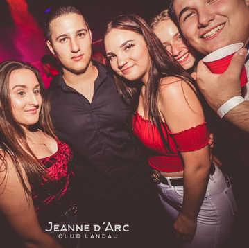 Club_Jeanne_Darc_Landau_RaiseYourCup118.