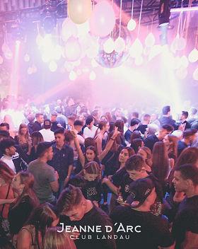 club_jeanne_darc_landau_neonabibreak_bil