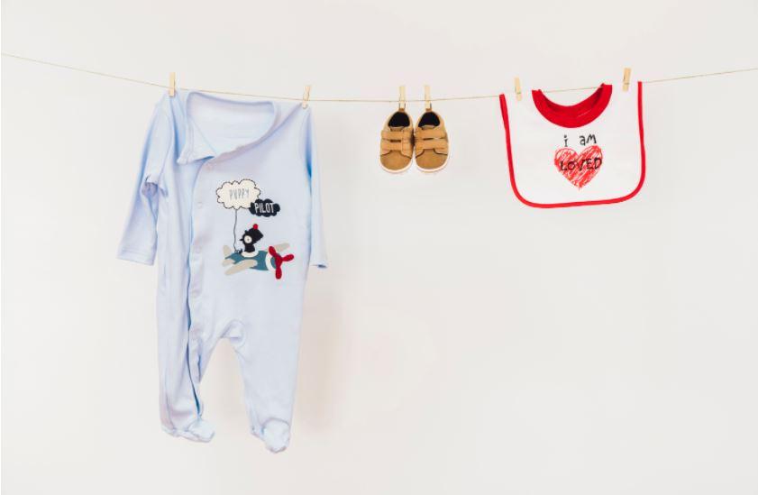 como tirar manchas das roupas do bebê