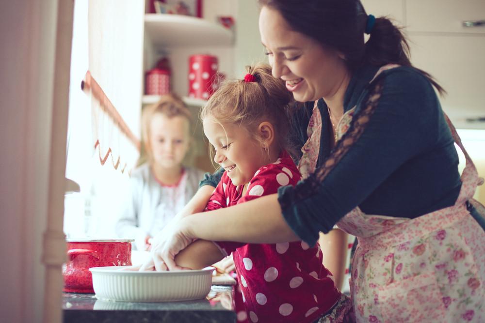 interação entre crianças e família