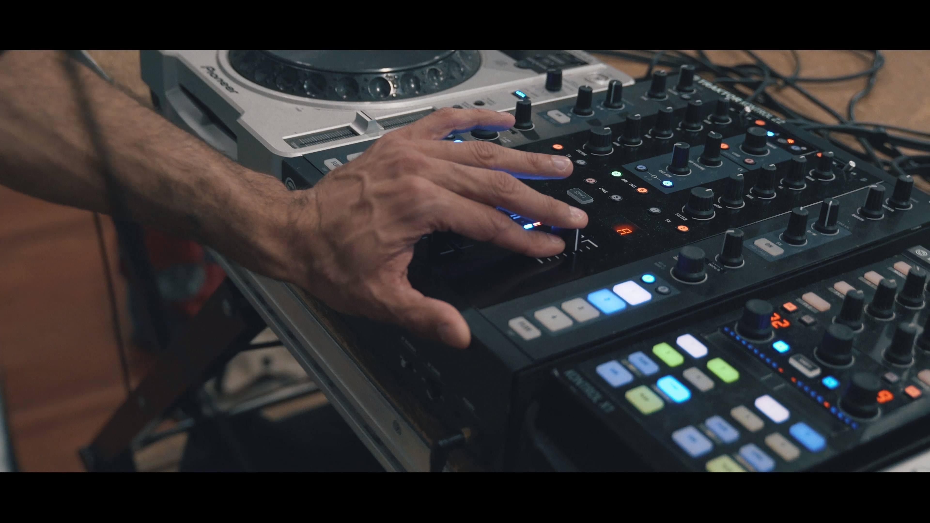 COLLAB CLASS // Melissa Sousa X Zé Manel // DJ William Wolf