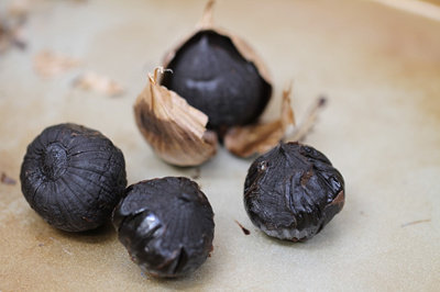 Tam Kah Single/Multi Bulb Black Garlic 譚家独子/多瓣黑蒜
