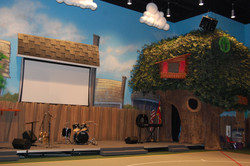 treehouse stage for youth building Cleve
