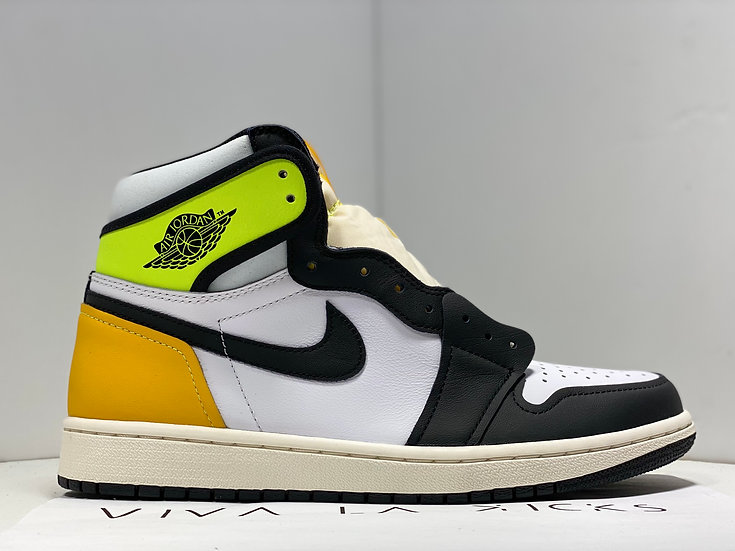 Air Jordan 1 Retro High White Black University Gold