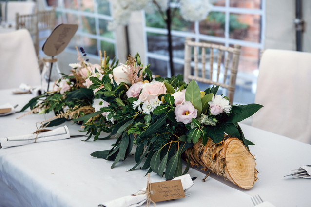 Solihull wedding photography, table flower arrangement for a wedding breakfast at the elephant & castle rowington