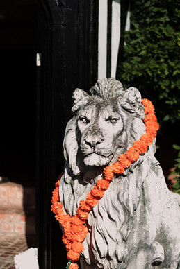 Wedding Photography solihull, close up of a lion statue at the elephant & castle Rowington