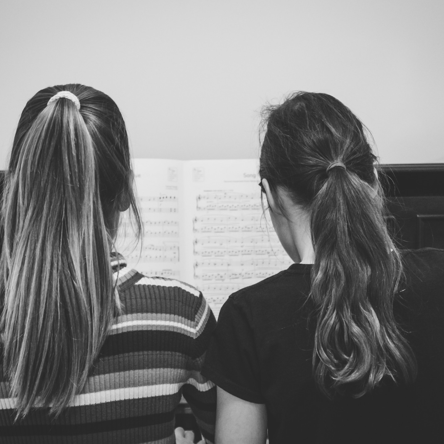 Birmingham family photographer, two girls playing the piano, image from behind