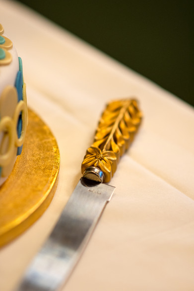 The Ivy Birmingham, Wedding photographer Solihull, close up shot of the knife used to cut the cake at a wedding, art deco style