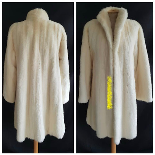 PRICE ON REQUEST White mink ladies 3/4 Coat fly away collar, swing back couture