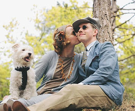 Cute-couple-with-dog-dressed-in-vintage