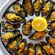 Gratinated mussels with garlic & chili butter