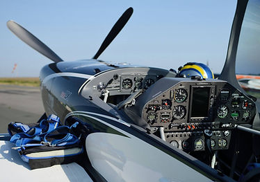 Extra 330LX cockpit