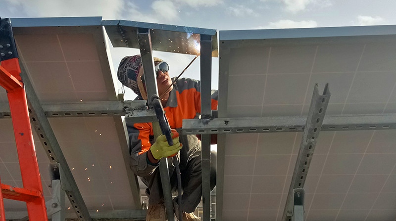 anclaje de robots para limpiar de paneles fotovoltaicos de energia solar en Chile